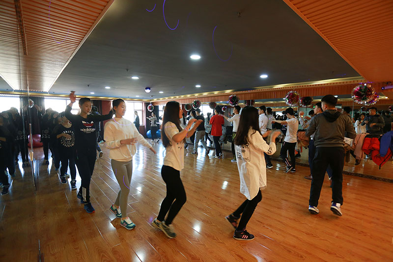 课程简介:天性解放,单人无实物,舞蹈,双人交流,集体表演,声乐课